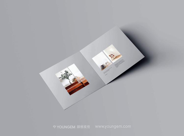 正方形对折页手册多角度样机素材模板